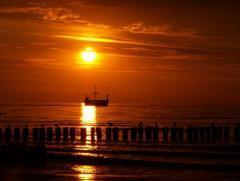 Łódźna morzu
