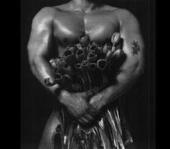 Facet z tulipanami