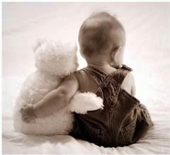 Misiu w rękach dziecka