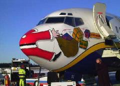 Mikołaj na przodzie samolotu
