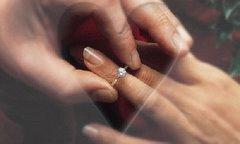 Zakładanie pierścionka