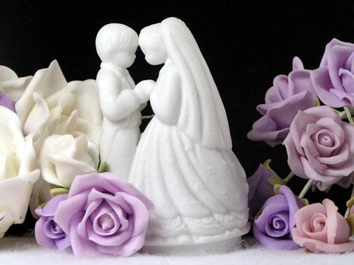 Figurki wśród róż